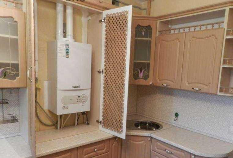 Дизайн кухни с газовым котлом на стене
